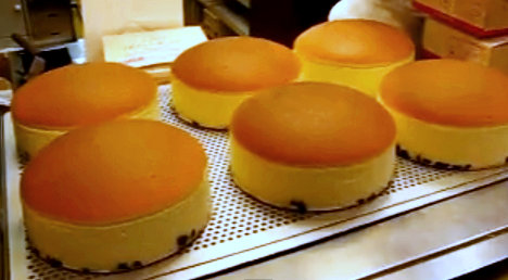Japanese Cheesecake is very light and soft in texture, makes one feels less guilty finishing a big slice :)