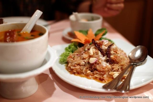 Red Curry and Pomelo Salad©BondingTool