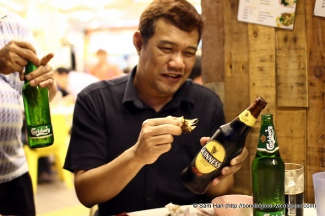 Ros, absolutely happy with his stout and crab. The crab dish costs us S$40.00 so I reckon we had a 800g crab.