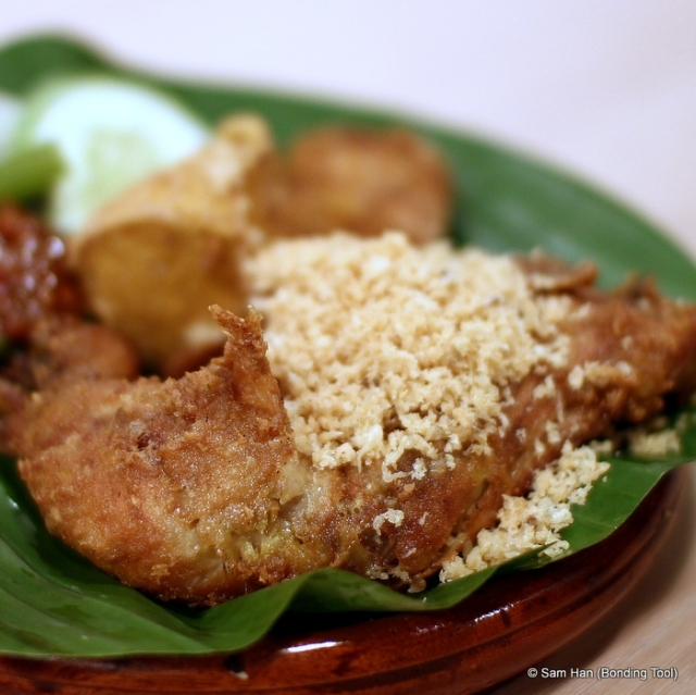 In some of our local and franchised restaurants, entrée means starter or appetizer but in Ayam Penyet Ria, it is main course.