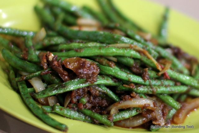 French, runner or string beans fried with dried shrimps and belachan chilli.