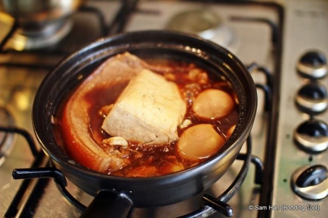 Removed the eggs and tofu gently after they have been infused with the braising liquid and taken on colour.