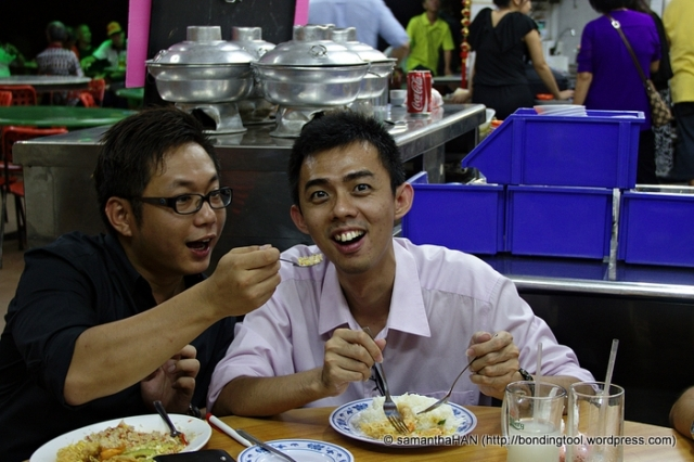 Sen Washiyama trying to feed Alex Lim, lol...