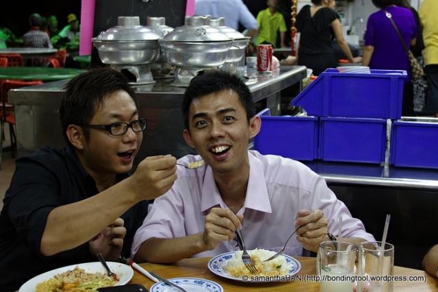 Sen Washiyama trying to feed Alex Lim, lol...