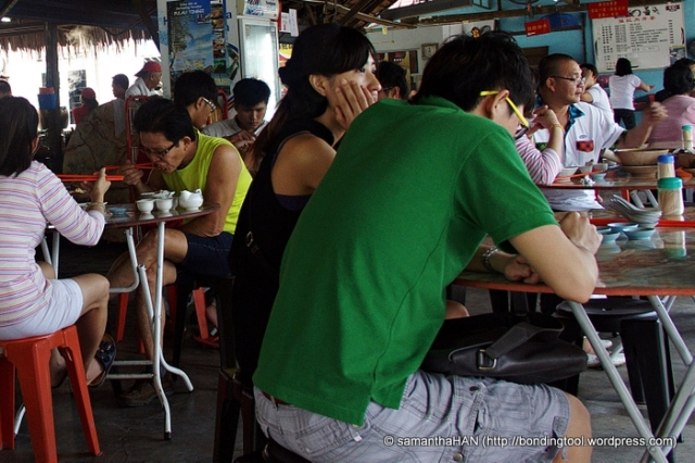 See the guy in yellow sleeveless T? The way he ate inspired me with great expectations!