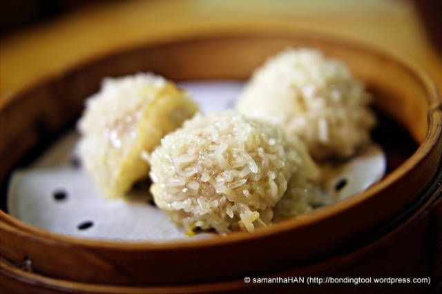 "This special item ""da li wan"" had one whole page by itself on the menu and is limited to one per person at S$2 each."