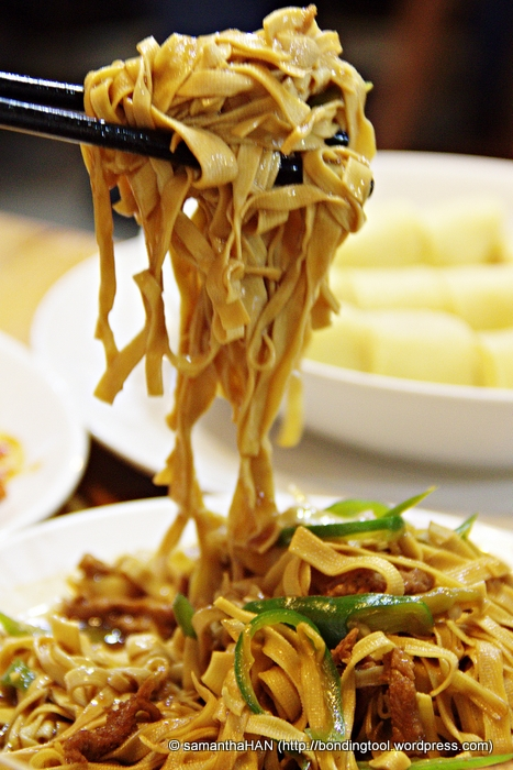 Yes, you read it right! This are not noodles but dried beancurd strands.