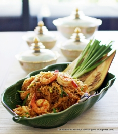 Lana used Tanh Hoon instead of Kway Teow as a special treat for me. Using her own homemade Pad Thai Sauce recipe, cooked with chopped sweet radish and served with banana flowers and scallions, the authentic way to eat Pad Thai.