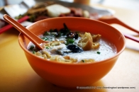 Plain porridge with boiled peanuts are normally eaten with plain fried economic beehoon but I couldn't find any that day so I settled for Chicken Congee with Alkaline Squid and Century Egg instead.