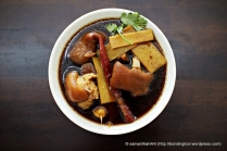 Pig's Trotters with Ginger and Vinegar 猪脚姜醋