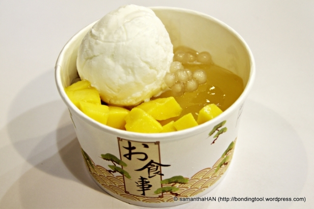 Chunks of fresh Mango fruits with Vanilla Ice Cream, Pearls and Jelly.