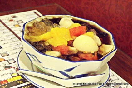 Grass Jelly with Mixed Fruits.