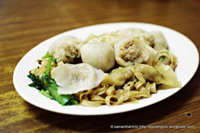 Foo Chow Fishballs are made of fish paste with a piece of minced pork balls embedded inside.