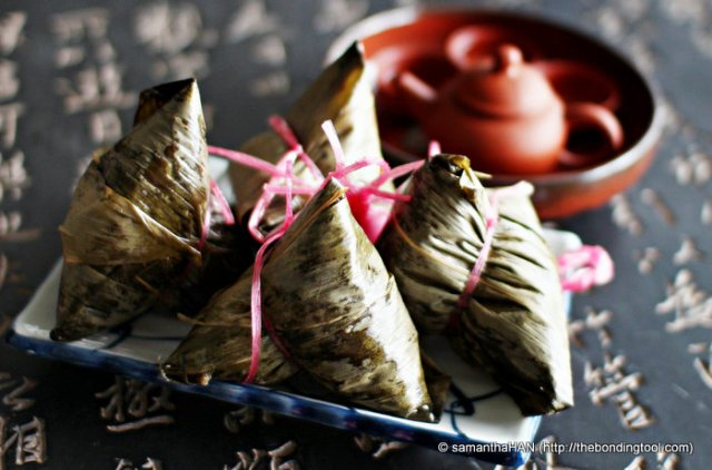There are several types of Dumplings ranging from no filling called Kee Chang which one eats with Sugar or Kaya, Kee Chang with Red Bean Paste filling, Kee Chang with Green Bean Paste filling, Vegetarian, Hokkien, Cantonese and Nonya, Organic with Nuts Dumplings made up the better known dumplings.