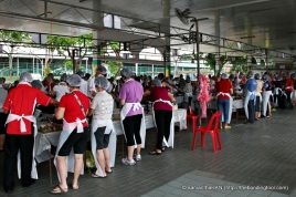 When I arrive there at 11.30am, there was already a crowd of people in action.