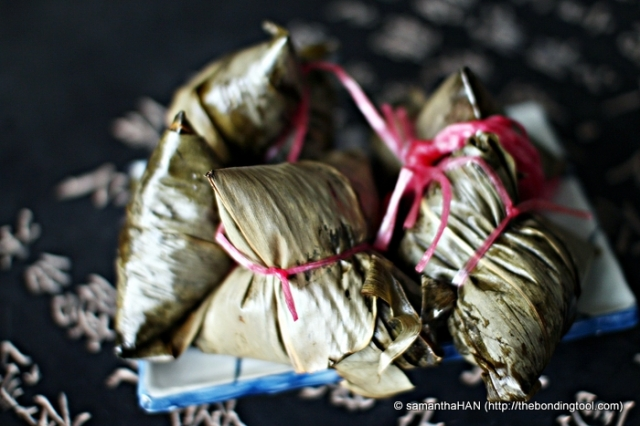 The Nonya Chang is distinctive from the rest of the Bak Chang because it is wrapped in the big version of Pandan Leaves. The dumplings in this photo are wrapped in Bamboo Leaves.