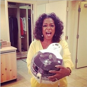 "American talk show host, Oprah Winfrey, is astonished that the Tefal Actifry enables her to eat healthy chips. On Saturday, Winfrey posted pictures and tweets throughout her social media networks. She posted a picture on Twitter of her hugging the Tefal Actifry when she discovered that it can make a kilogram of chips with only one spoonful of oil. She tweeted, ""This machine Tefal Actifry has changed my life. And they're not paying me to say it."" Winfrey uploaded another photo only a couple of minutes after her first post, tweeting, ""This entire plate of crispy fries, 1tblspn oil. Delicious with my veggie burger."" The Tefal Actifry features a mixing arm and heat distribution system that enables enough chips for a family of four to be cooked in just one spoon of oil, which is 97.5% less oil than required when using a conventional deep fryer. The Actifry also cooks a range of fried foods, including chicken and beef dishes, nutritious stir-fries and desserts."