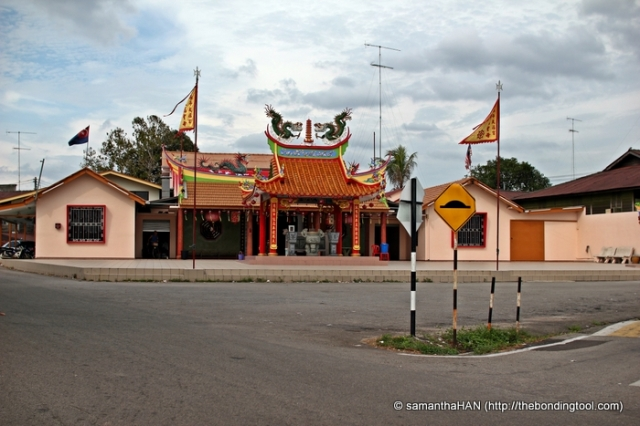 Find this temple in Yong Peng and you've found the famous Gerai Mee Daging Itek Yong Peng, Malaysia.