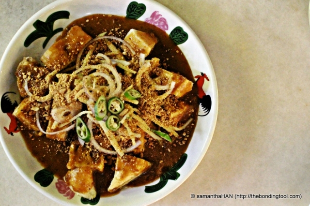 Rojak from Kulai, Malaysia. The ingredients are boiled potato cubes, deep-fried taukwa, you char kway, flour dough balls that's similar to indian rojak, fish cakes, shredded cucumbers and raw onions. The gravy is very similar to mee rebus. Sprinkled generously with crushed peanuts. It's quite unique and pleasant.