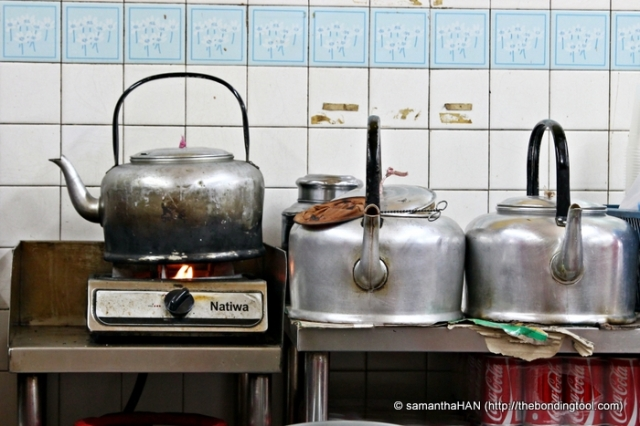 Bak Kut Teh (Pork Ribs Tea) is so called because one usually have Chinese Tea when eating this dish. Whether it was to counteract the cholesterol or not, it is a good combination and older folks still maintain the practice of drinking premium tea leaves when eating this dish.
