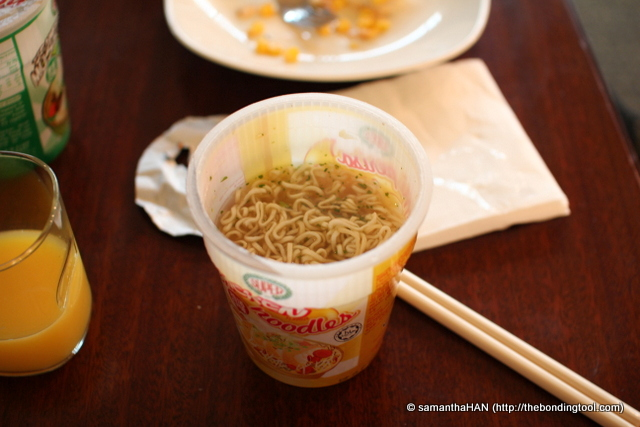 JJ said the hot foods weren't great. She had a mushroom flavoured cup noodles which was bland. I think she'd added too much hot water into her cup. I ended up having orange juice and instant noodles taking care not to dilute the soup.