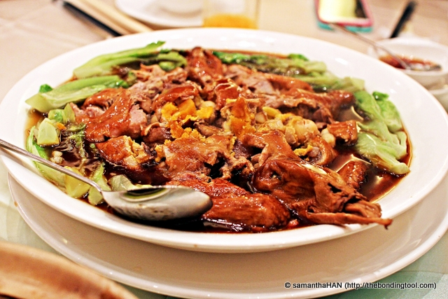 Eight Jewel Duck also known as Eight Treasures Duck 八宝鸭. The ingredients stuffed  inside the duck are usually Lotus Nuts,  Bamboo Shoot, Gingko Nuts, Salted Egg, Glutinous Rice, Dried Mushrooms, Dried Chestnuts, Chinese Sausage, but I'd forgotten if these were the exact ingredients used in what I ate. I don't remember rice in it, hmmm...