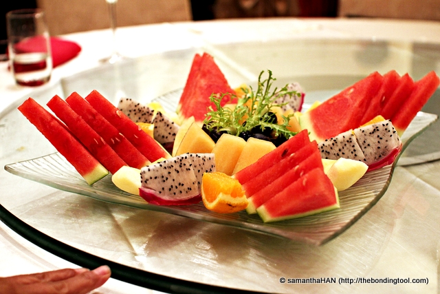 Watermelon, Oranges, Grapes, Dragon Fruit and Imperial Honeydew. And you thought the feasting would never end? Lol...