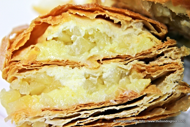 See how crispy and flaky the pastry is?