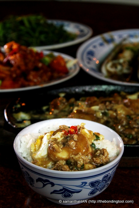 Cze Char or Street Restaurant cuisine is very popular as they simulate home-cooked food prepared by wifey or mom. It takes away the inconveniences of preparing the many dishes a couple or small family might want to enjoy but find it a hassle or due to lack of time.