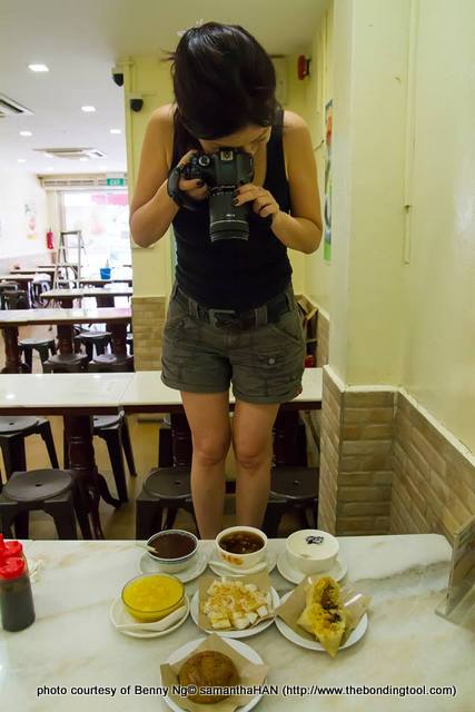 This photo was taken by Benny Ng at Mei Heong Yuen on another ocassion. He said he was shocked when I stood on the stool but recovered when I asked him to take a shot of me at work, lol... Btw, we'll be going to MHY for dessert after this.
