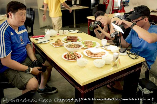 This is what we do at our sessions. We took turns to shoot, turning the dishes for angles we deemed best. With the boys around me, I felt brave enough to ignore the gawks of other diners. But people living in Singapore understand the trend of food photography.