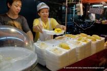 Mango and Glutinous Rice dessert vendor.