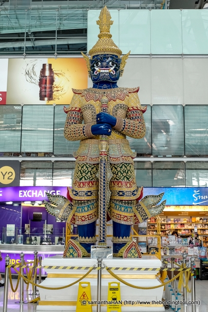 Tosakanth also known as Ravana in the original Ramayana is one of the 12 giant characters that symbolize the Thai kingdom's guardians.