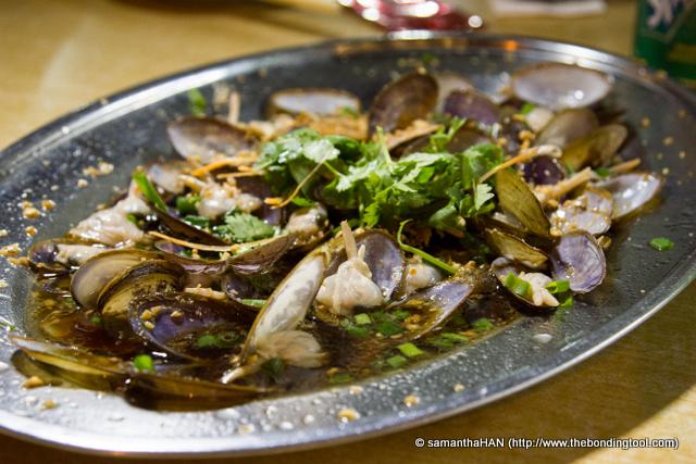 Garlic Steamed Mussels - S$15