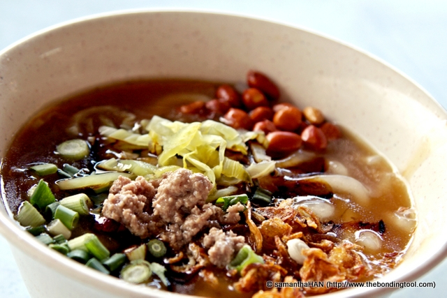 Even though there's some gravy, this is the dry version of Hainanese beef noodles.