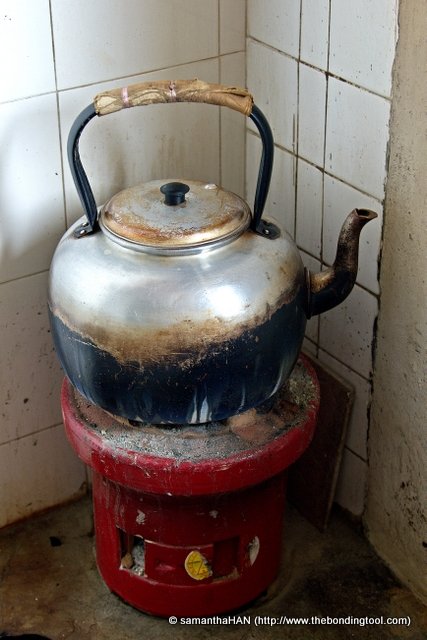The kettle is kept boiling so patrons can refill the teapot with more hot water.