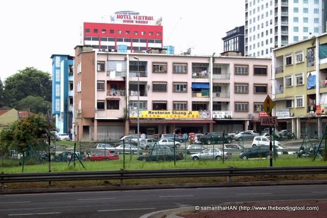 We walked from the CIQ Complex to Restoran Shang Ji located at Jalan Lumba Kuda.