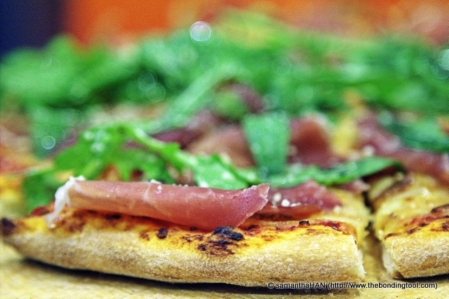 While we may take it for granted, proscuitto ham pizza with rocket is rare in Malaysia and dare I say unheard of in a fast food set-up?