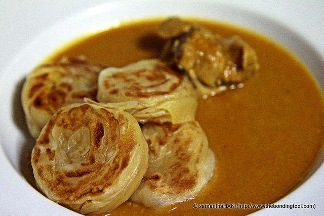 """The """"wet"""" pratas quickly evaporated into hot breads, not crispy but the not-so-oily doughy texture was good and satisying."""