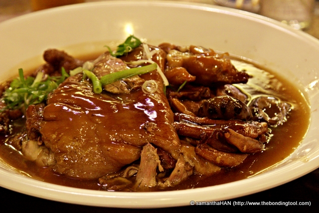 Remember the dish Master Chef Hooi upturned for me in the kitchen? It's called 3-legged Duck!