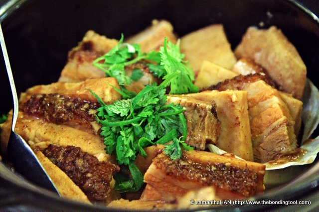 Yam is a popular root used in Cantonese cuisine. This nostalgic dish of stewing yam with roasted pork belly  is quite a delicate job and one can seldom find this tasty dish on menu, done as well as Red Star, if ever in a restaurant these days.