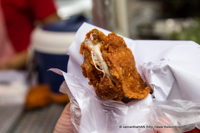 The chicken thigh (varying prices for the different parts and sized and this piece cost 25 baht) was so good you can even eat it on it's own, without any Thai sweet chilli sauce.