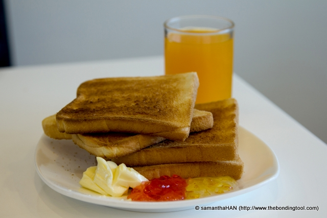 Toasts with Jams and Thai Orange Juice.