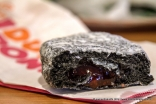Charcoal Donut with Strawberry Jam filling! Yes, bamboo charcoal has hit Thailand, too. This donut was eaten several hours later so I couldn't confirm if it was getting dehydrated. No big shakes after eating it.