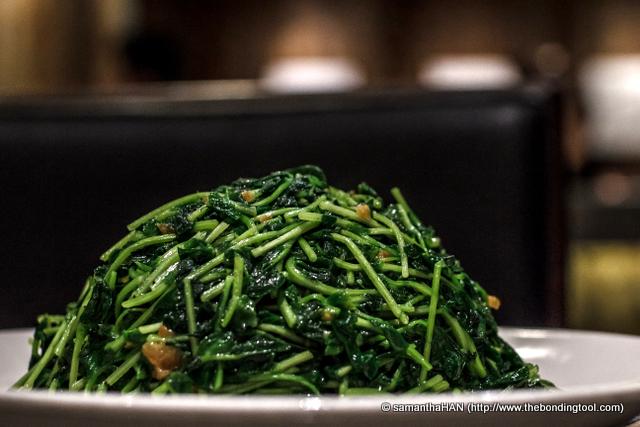 Stir-fried Dou Miao with Garlic. 蒜炒豆苗 - S$11.80