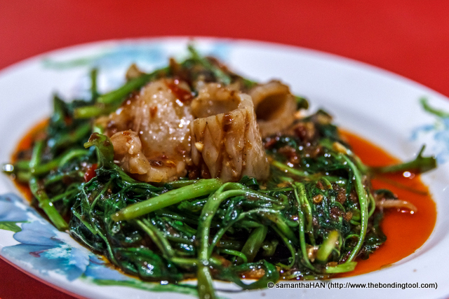 Sambal Kangkong with Cuttlefish (马来风光炒鱿鱼). This was another commendable dish. Loved the succulent alkaline cuttlefish and the morning glory.