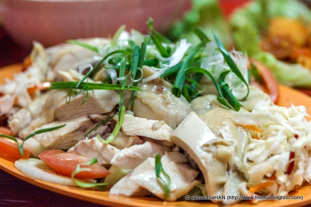 """According to Mr. Teng, a good Hainanese Chicken Rice's chicken has to be above 2 kilograms. This is because the grown chicken would have time to develop its """"fowl"""" taste. The matured chicken would then be able to produce more flavoursome juices within its flesh and thus delectable broth (without the use of artificial flavouring like chicken powder or msg)."""