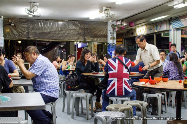 Almost 10pm, there were still new groups of diners coming for food.