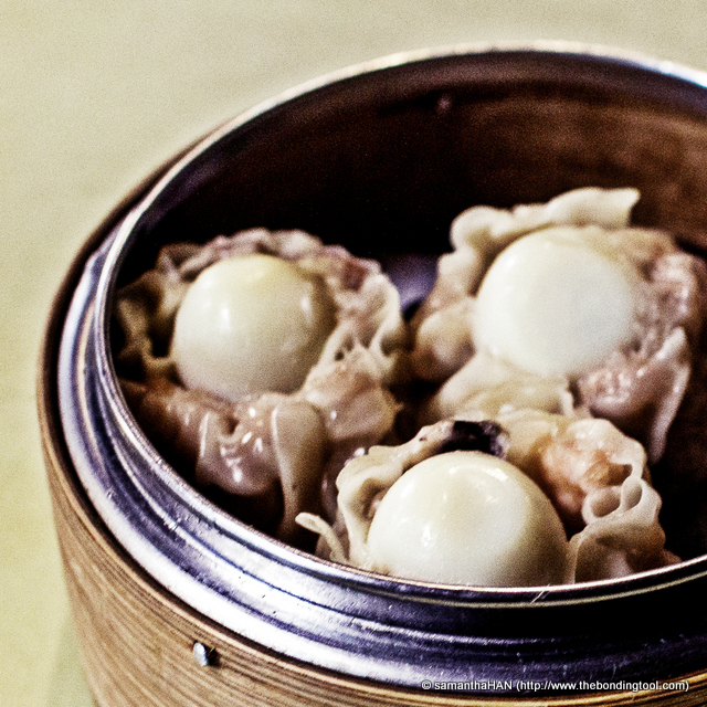 Quail eggs have rejuvenating properties according to TCM and I will eat them whenever there's a chance. Not many stalls (esp the Yong Tau Foo vendors) sell these now, substituting with the cost effective with hen eggs instead. This a just a different rendition of siew mai - pork, mushroom and quail egg in wanton skin.