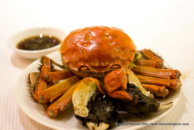 The crabs are airflown to Singapore, thus the high cost. They are stored at 5°C (41°F), which induces a sleepy state of hibernation. Did you know that China has introduced vending machines to sell this species of crab in the subways?